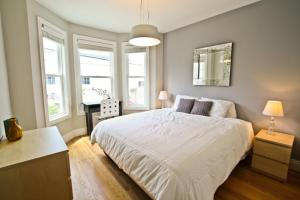 Moscone SOMA Three-Bedroom Apartment photos