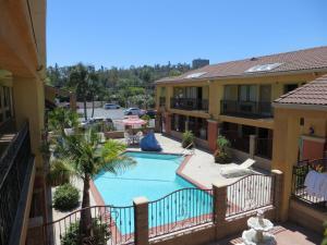 Валинда (Калифорния) - Azusa Inn
