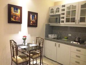 (El Patio Suites II)