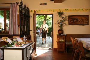Gasthof zum Sonnenwald, Guest houses  Schöfweg - big - 38