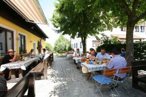 Gasthof zum Sonnenwald, Guest houses  Schöfweg - big - 61