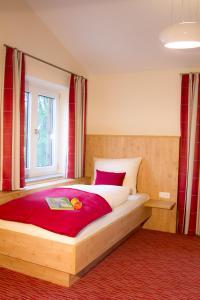 Gasthof zum Sonnenwald, Guest houses  Schöfweg - big - 8