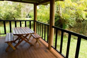 Lake Eacham Tourist Park & Cabins
