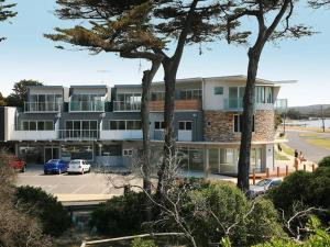 Four Kings Apartments