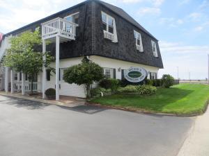 Snyders Shoreline Inn