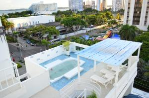 Review Coral Reef Hotel