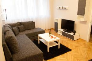 (Lux Apartment Center)