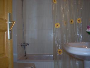 Apartamentos Los Tilos, Apartments  Benasque - big - 14