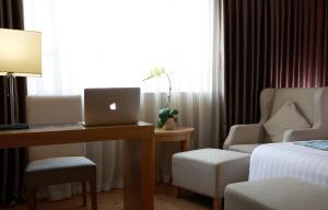 Winterless Hotel