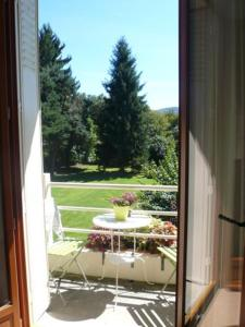 Les Sapins B&B, Bed & Breakfast  Montgaillard - big - 8