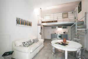 Domenichino Halldis Apartment