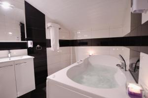 Banyo Millenium Travel Apartments