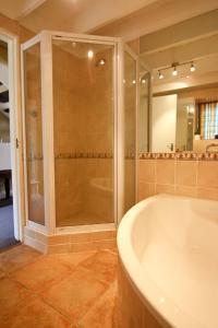 Auberge La Dauphine Guest House, Penziony  Franschhoek - big - 5