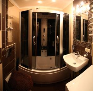 RomanticApartaments ,TWO BEDROOM, Apartments  Lviv - big - 4