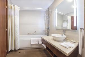 Отель Hilton Garden Inn Astana - фото 12