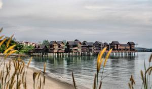 Sea Villa Private Unit @ Langkawi Lagoon Resort, Üdülőközpontok  Kampung Padang Masirat - big - 24