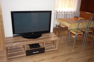 Penzion Tatry, Ferienwohnungen  Veľká Lomnica - big - 12