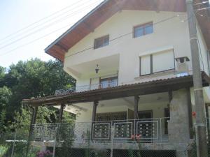 Dobrevi Guest House