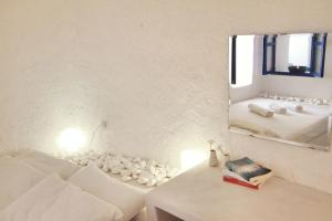 Blu Blanco Oia Cave House(Oia)