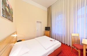 Double Room with Queen-Size-Bed