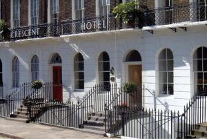新月酒店 (Crescent Hotel)