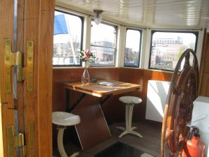 Houseboat Ms Luctor, Botely  Amsterdam - big - 4