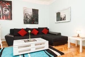 (LOCO Apartment)