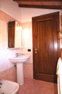 Ville Di Villa Biserno, Ville  San Vincenzo - big - 54