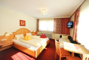 Ski in Ski out Hotel Unterellmau, Отели  Залбах - big - 7