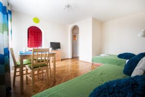 Apartamenty Varsovie Rondo ONZ, Ferienwohnungen  Warschau - big - 1