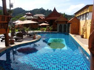 โกลเดน ทีค รีสอร์ต บ้านสับปะรด – Golden Teak Resort Baan Sapparot