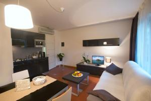 Lacroma Aparthotel