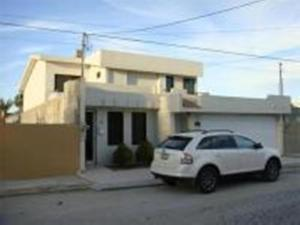 Casa Rojas by Grupo Oro