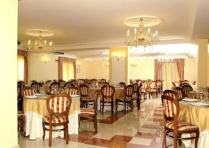 Hotel Ristorante Donato, Hotely  Calvizzano - big - 82
