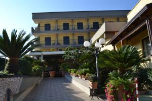Hotel Ristorante Donato, Hotely  Calvizzano - big - 81