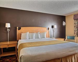 Quality Inn Hall of Fame, Hotel  Canton - big - 16