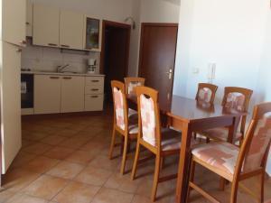 Apartment House Nono, Apartmány  Povljana - big - 11