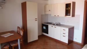 Apartment House Nono, Apartmány  Povljana - big - 9