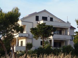 Apartment House Nono, Apartmány  Povljana - big - 7