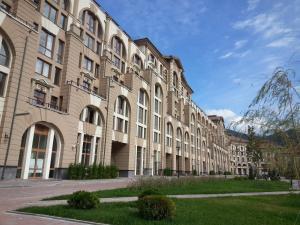 克拉斯尼亚波利亚纳维米娜戈达公寓 (Vremena Goda Apartment Krasnaia Poliana)