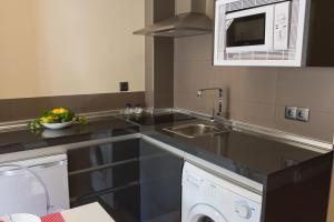 AB Apartamentos H2O, Apartmanok  Málaga - big - 25