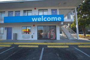 Motel 6 Charleston North