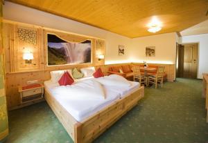 Ski in Ski out Hotel Unterellmau, Отели  Залбах - big - 3