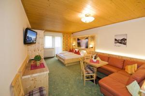 Ski in Ski out Hotel Unterellmau, Отели  Залбах - big - 41