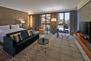 Junior Suite with Cathedral View and Executive Lounge Access