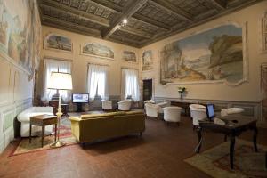 (Palazzo Carletti)