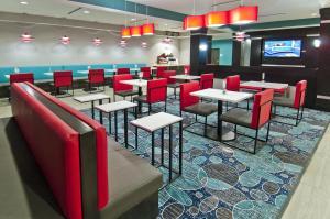 Holiday Inn Express and Suites Forth Worth North - Northlake, Hotels  Roanoke - big - 16