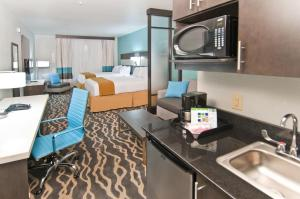 Holiday Inn Express and Suites Forth Worth North - Northlake, Hotel  Roanoke - big - 7
