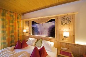 Ski in Ski out Hotel Unterellmau, Отели  Залбах - big - 14