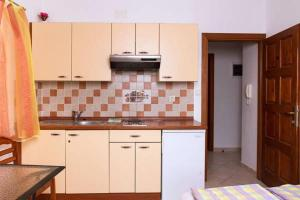 Apartments Villa Supertom, Ferienwohnungen  Povljana - big - 33
